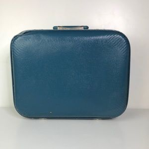 Beautiful vintage overnight suitcase